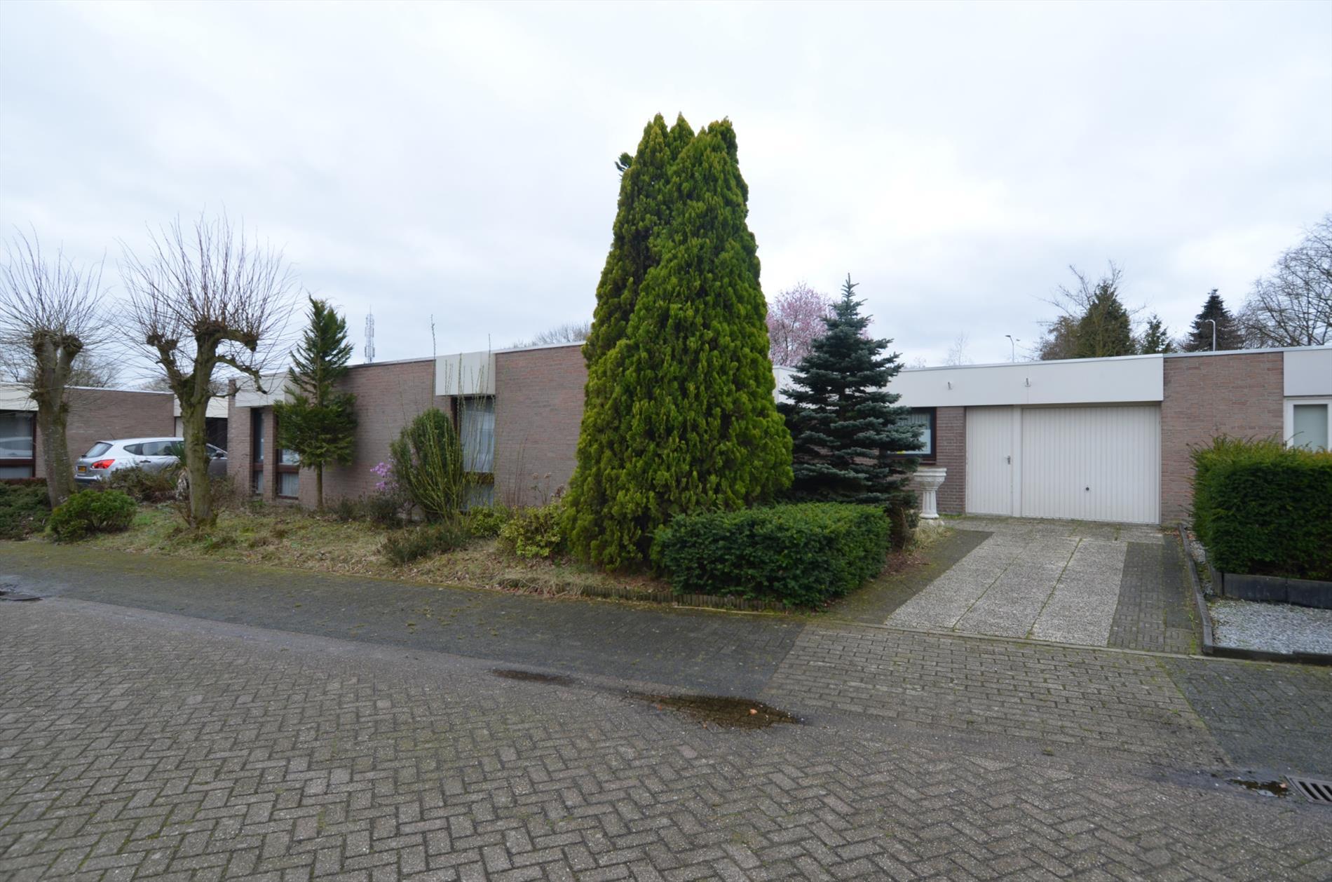 Te koop: In het zeer gewilde Koudenhoven gelegen ruime bungalow met garage.