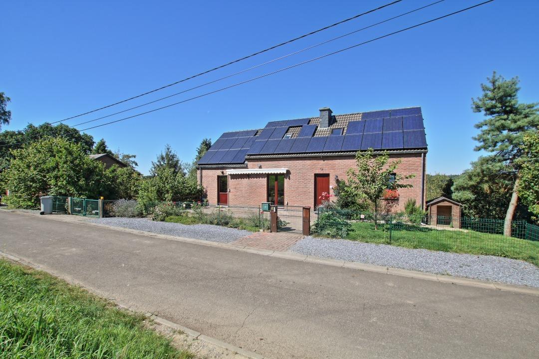 villa rig e dans une rue calme 31 panneaux solaires maison a vendre 6950 nassogne condrogest. Black Bedroom Furniture Sets. Home Design Ideas