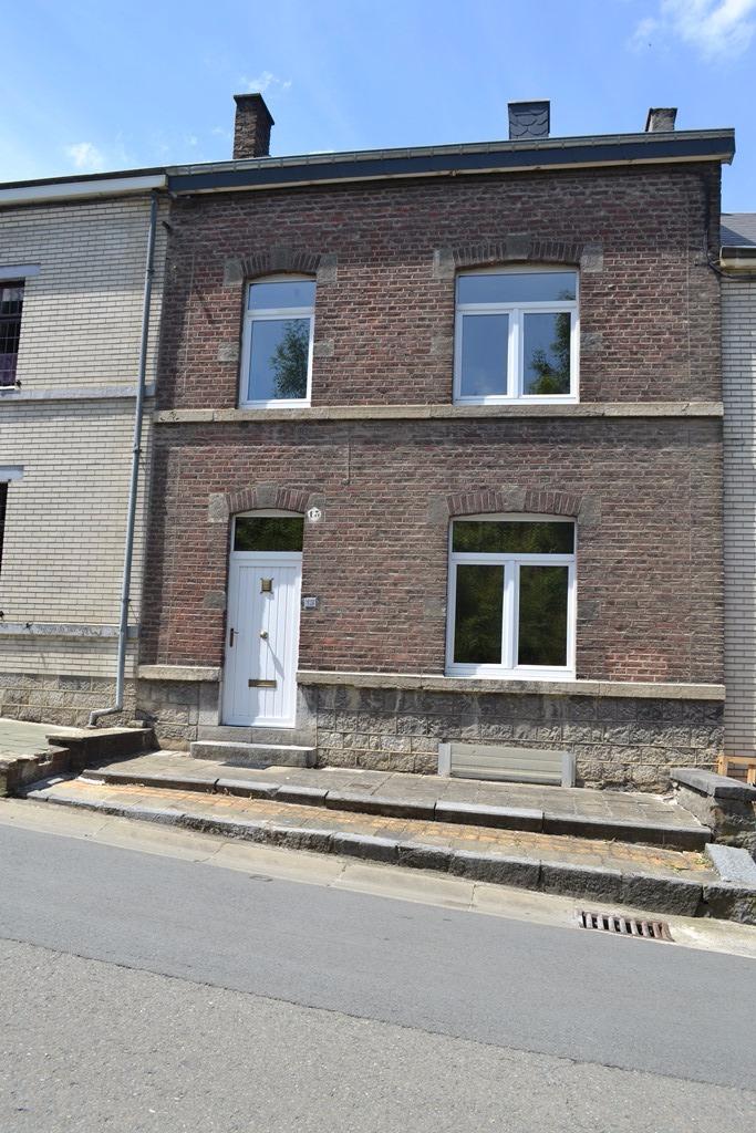 Maison avec jardin maison a louer 5580 jemelle for Achat maison avec jardin