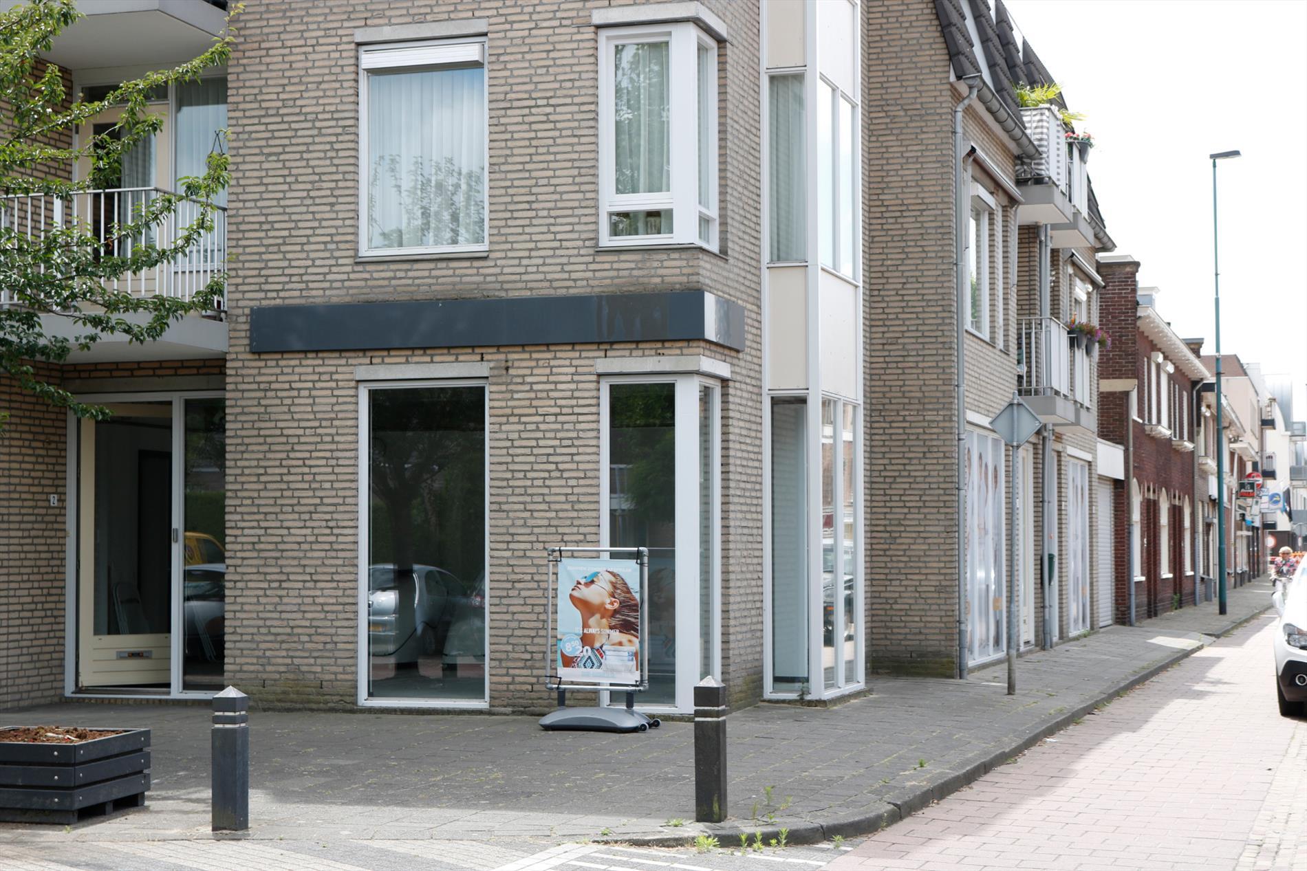Te huur: Te huur kantoor-/commerciële unit op de begane grond goed zichtbare hoeklocatie gelegen aan de Bosstraat/Eindhovenseweg in Valkenswaard.