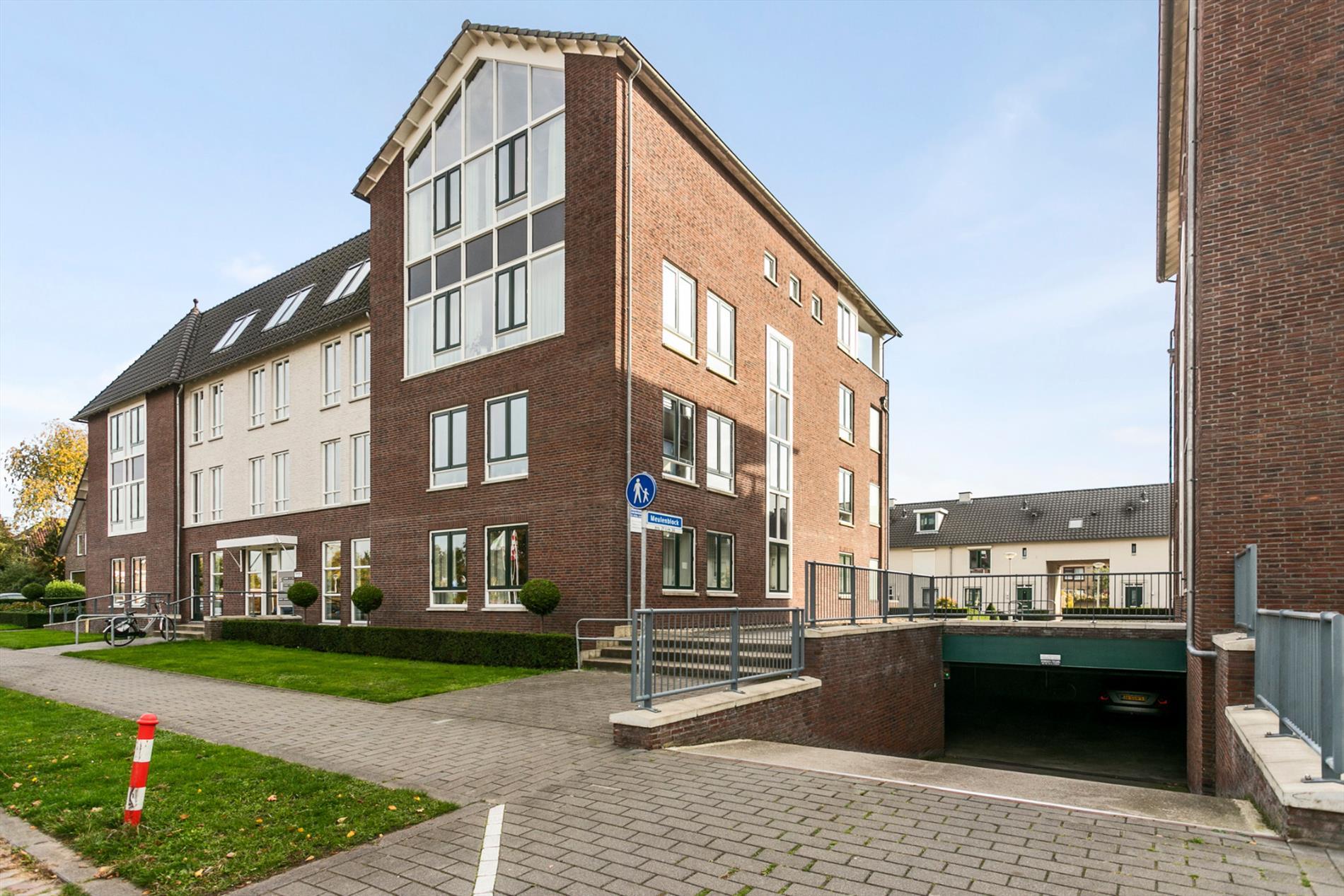 Te koop: Wonen op een toplocatie in Hoogerheide!  Een prachtig penthouse met een zee aan ruimte en een prachtig uitzicht.