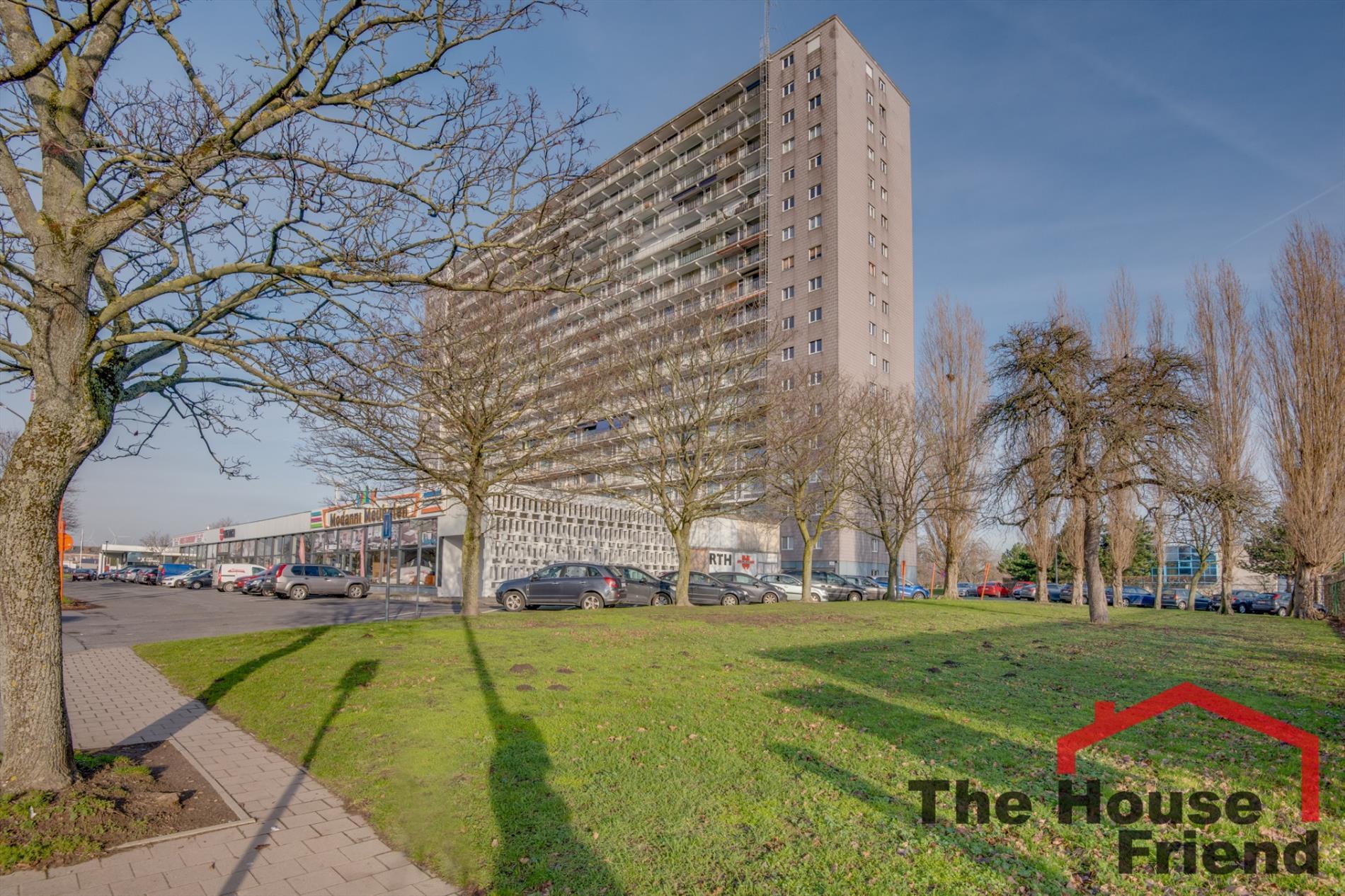 gerenoveerd dakappartement met 3 slaapkamers nabij station dampoort gent