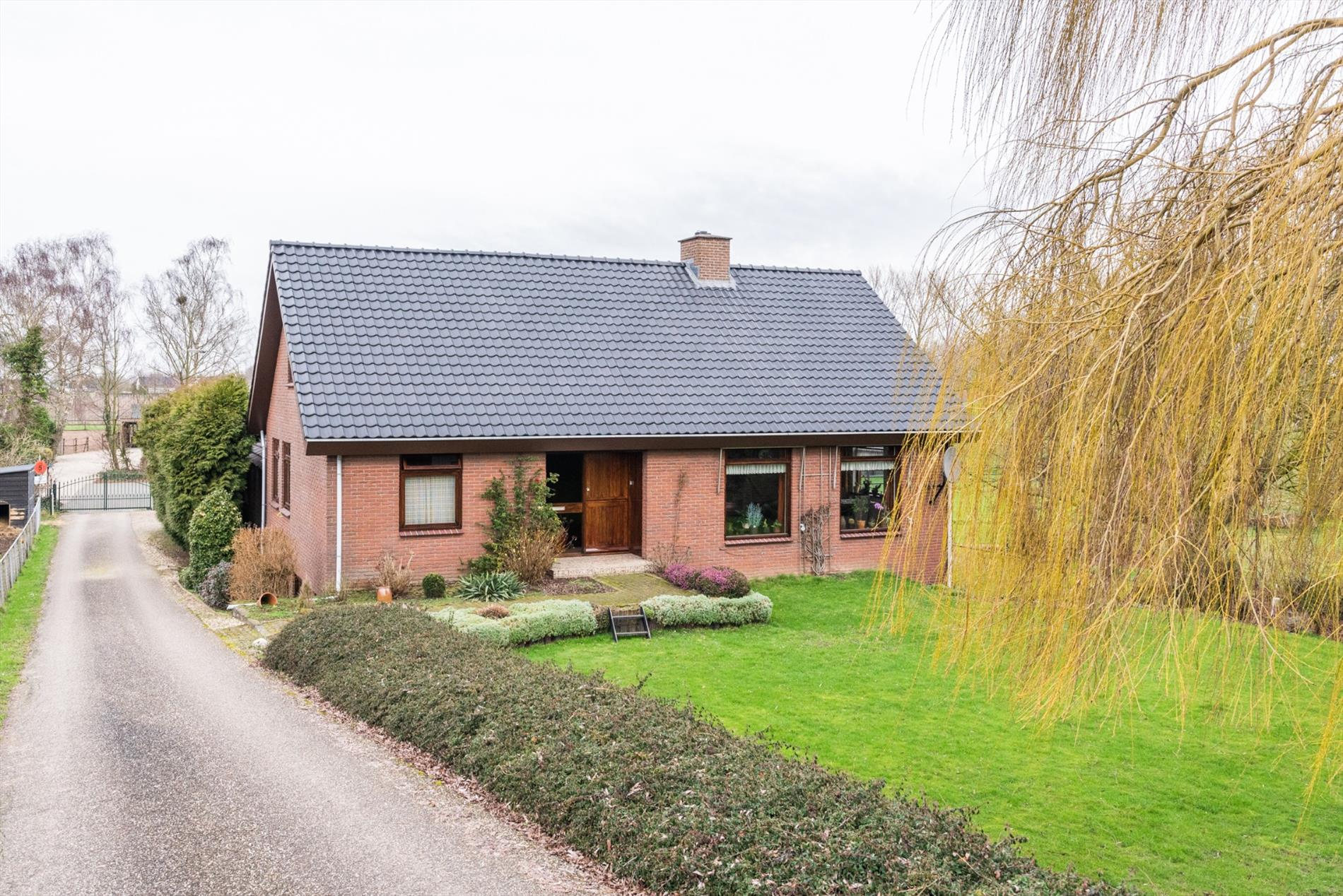Te koop: Prachtige woonboerderij op riant perceel eigen grond!